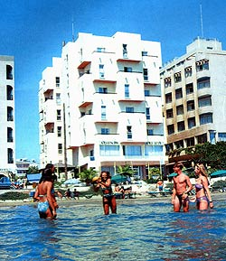 Adonis Beach Hotel Apts /