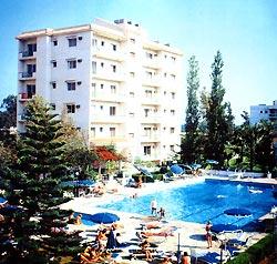 Roussos Beach Hotel Apts(B) / B
